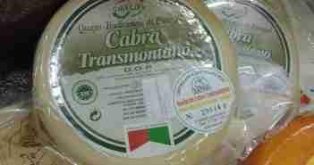 «Queijo de cabra transmontano» de Adriao - Trabajo propio. Disponible bajo la licencia CC BY 3.0 vía Wikimedia Commons - http://commons.wikimedia.org/wiki/File:Queijo_de_cabra_transmontano.jpg#mediaviewer/File:Queijo_de_cabra_transmontano.jpg