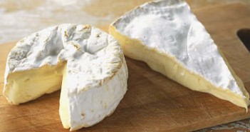 tabla de quesos brie y camembert